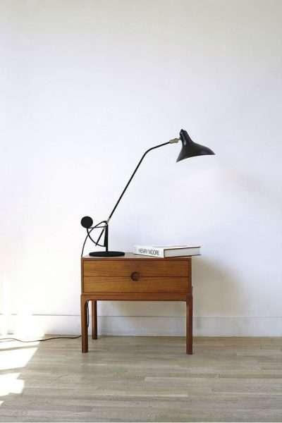 Mantis BS3 bureaulamp Zwart-satijn op kastje