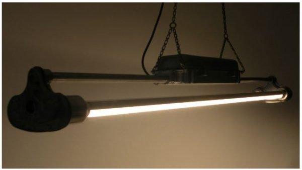 TL LED balk industriele hanglamp aan