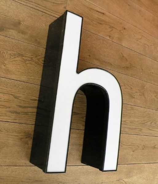 letterlamp zwart met wit h 3
