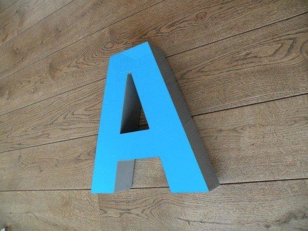 Letterlamp blauw A voorkant
