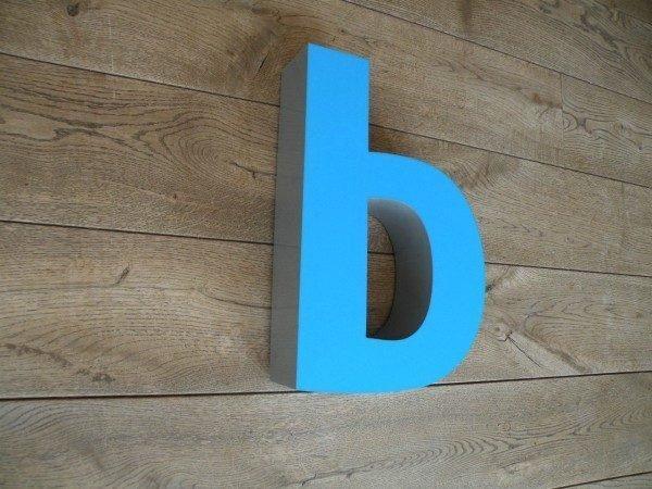 Letterlamp blauw b zijkant 2