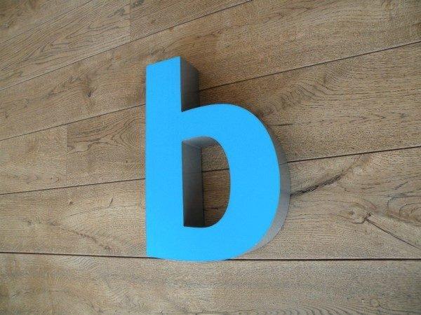 Letterlamp blauw b zijkant