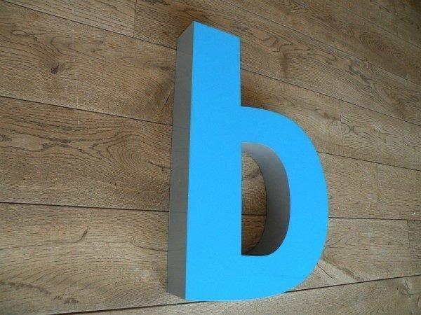 lLetterlamp blauw b zijkant xl 2