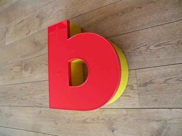 Letterlamp rood geel B zijkant