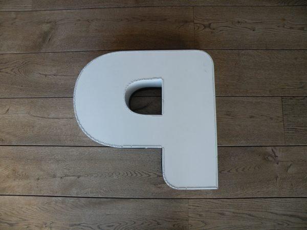 Letterlamp p of d wit met zwart achterkant