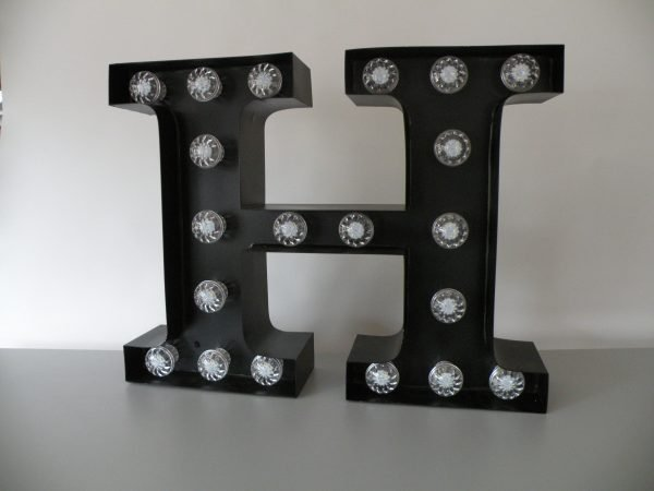 letterlamp bakletter H voorkant