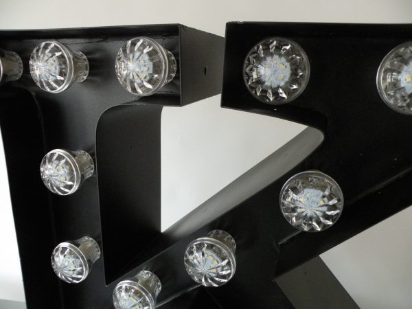 letterlamp bakletter K voorkant detail