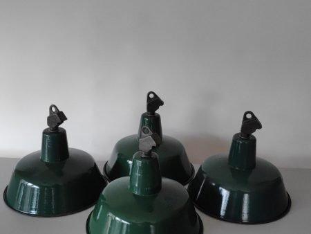 Geëmailleerde groene hanglamp met assymetrisch kopstuk 1