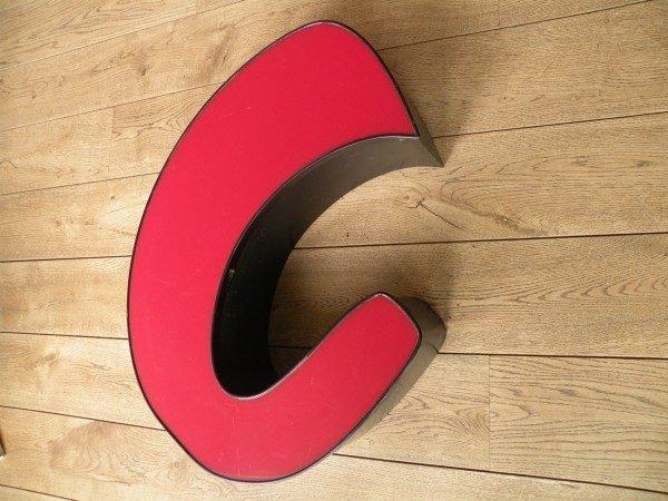 rood zwart letterlamp C 2