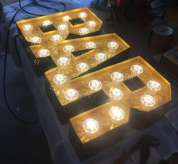 Stalen Letterlampen doosletters sign BINK lampen BAR
