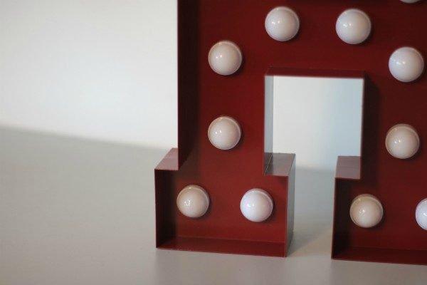 Plaatstalen letterlampen detail