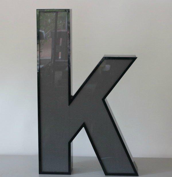Letterlamp zwart letter K 1
