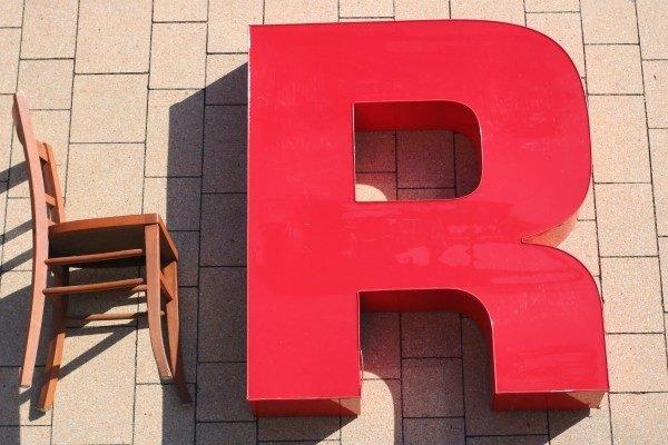 rode letter R sign met verlichting 1