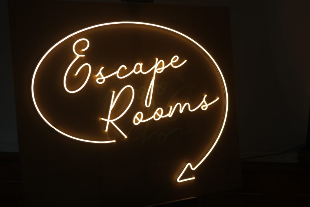 LED NEON escape rooms 4