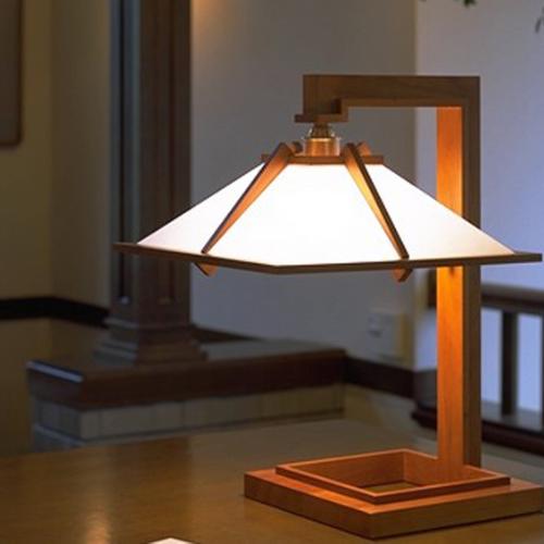 Frank-Lloyd-Wright-talies-bureaulamp-02