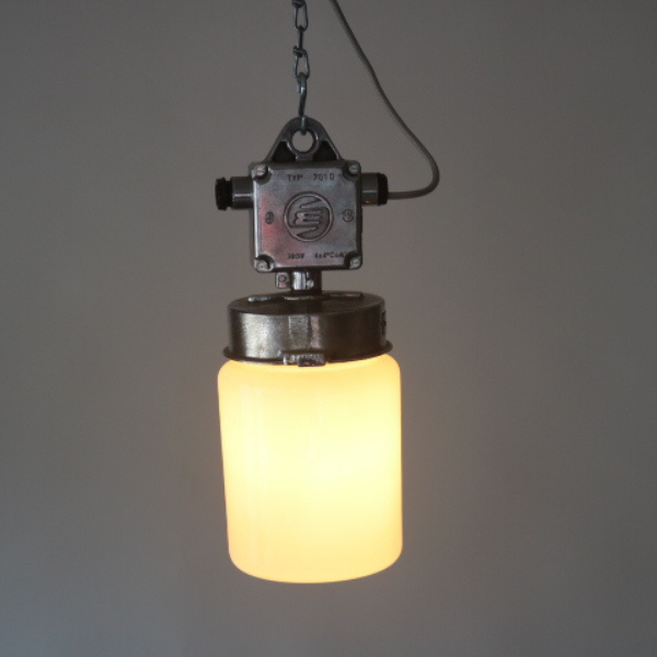 tsjechische_hanglamp_glas-melkglas_stolp_industrieel_BINK_lampen_06