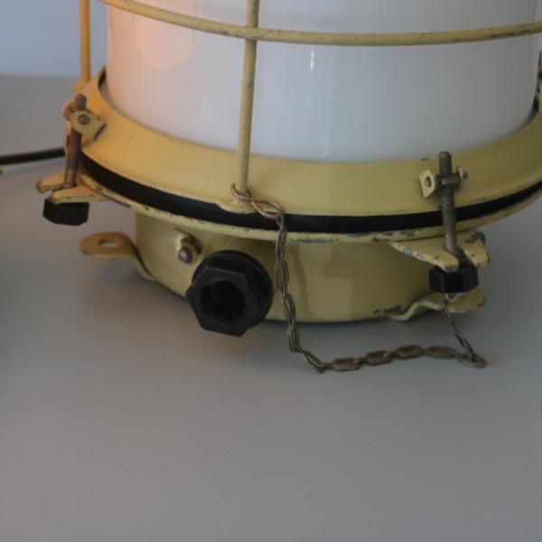 vaalgele_bunkerlamp_stolplamp_opaline_melkglas_02