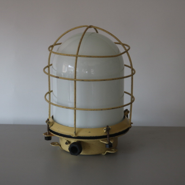 vaalgele_bunkerlamp_stolplamp_opaline_melkglas_04