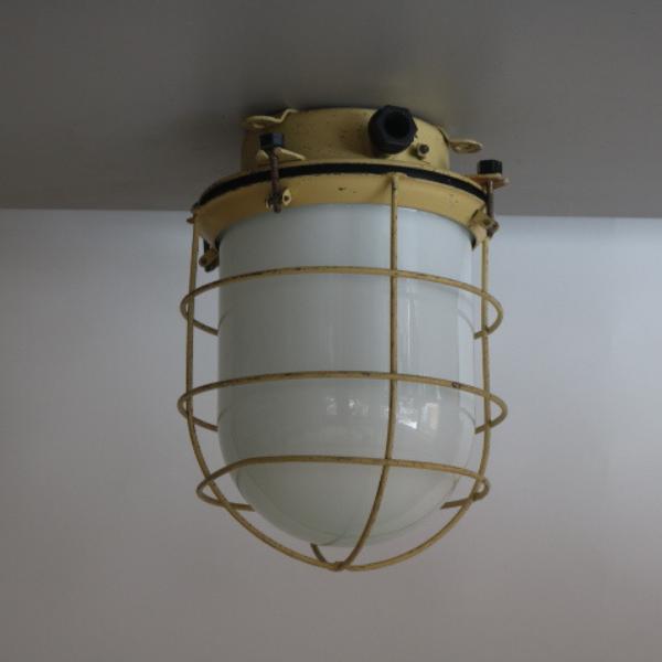 vaalgele_bunkerlamp_stolplamp_opaline_melkglas_06