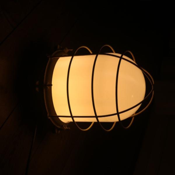 vaalgele_bunkerlamp_stolplamp_opaline_melkglas_07