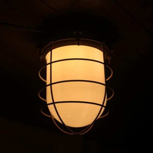 vaalgele_bunkerlamp_stolplamp_opaline_melkglas_08